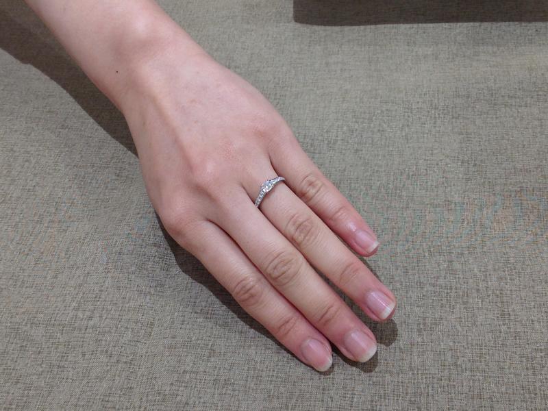 ロイヤルアッシャー独自のカットを施したダイヤモンド。高貴な輝き