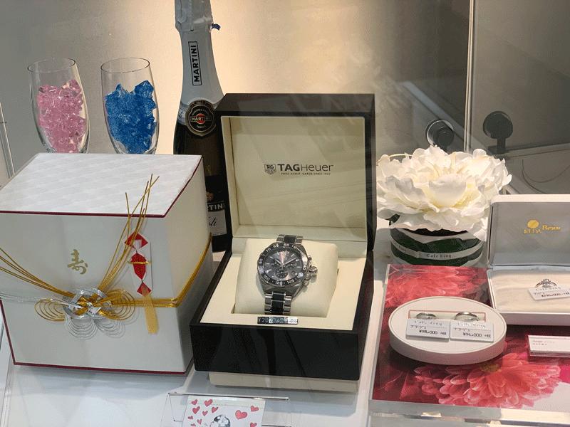 時計とブライダルリングを一緒にお選び頂けるのは、当店ならでは。