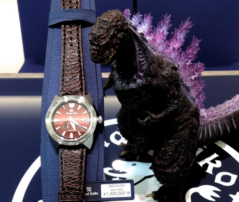 独創の駆動機構である「スプリングドライブ」の誕生20周年と、日本が誇る怪獣映画の金字塔「ゴジラ」の65周年を記念したスペシャルモデル、SBGA405 。マッシブな造形のケースデザインはGSの最新型。